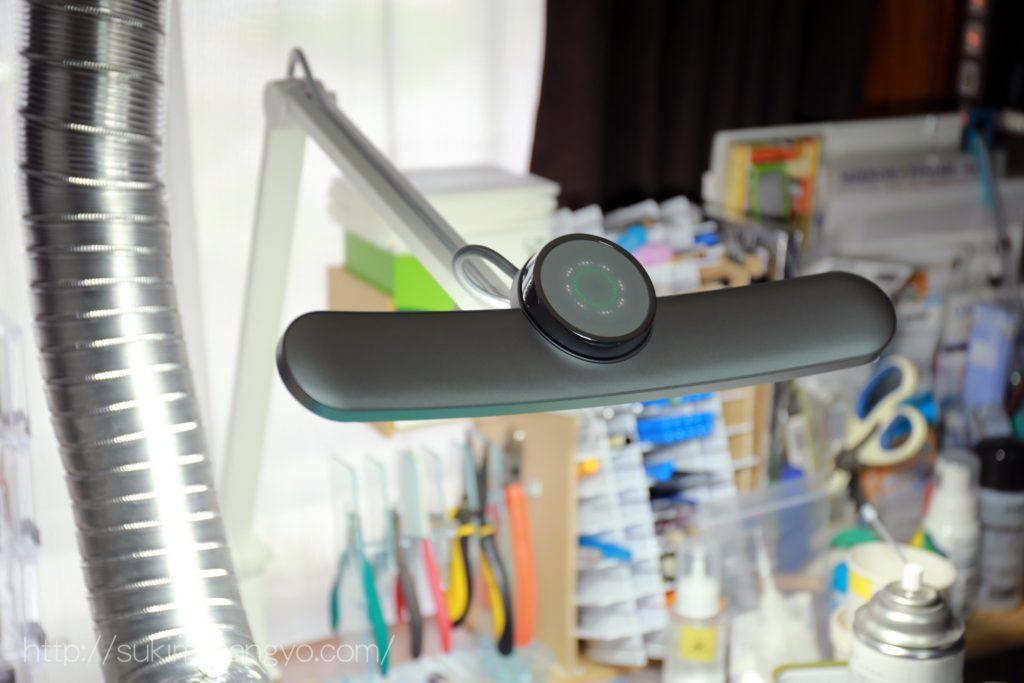 作業机にBenQのWit MindDuoを設置したら作業への没入感が高まりました